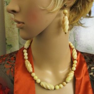 Cream Swirl Lucite Bead Set Necklace Earrings